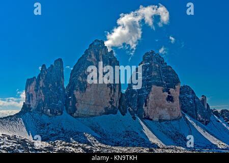 Insorgenza di inverno al nord faccia delle Tre Cime montagne, le Tre Cime di Lavaredo, Drei Zinnen, Dolomiti di Foto Stock