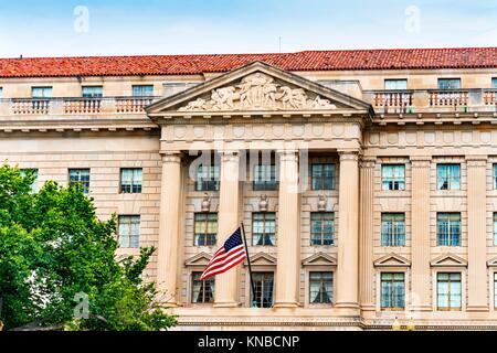 Commerce segretaria del dipartimento d'ingresso 15th Street bandiera di Washington DC. Di fronte alla Casa Bianca, commercio ha più dipartimenti, inclusi