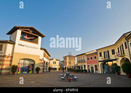tenace surplus Recuperare  Nike factory store, Designer Outlet, Serravalle Scrivia, provincia di  Alessandria, Italia Foto stock - Alamy