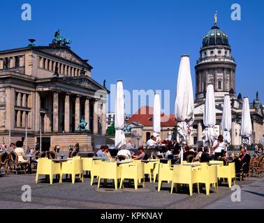 Cafe' sul marciapiede in piazza Gendarmenmarkt, Berlino, Germania