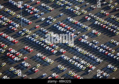 Una vista astratta di automobili parcheggiate Foto Stock