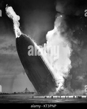 Hindenburg disastro, 1937 Foto Stock