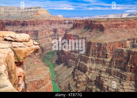 Il fiume Colorado visto dal Saddle Horse Trail a toroweap si affacciano nel parco nazionale del Grand Canyon, Arizona Foto Stock