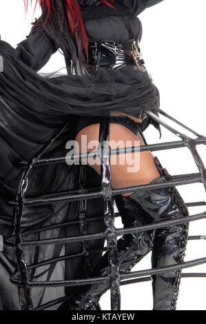 Le gambe di una donna in abito Vittoriano. Foto Stock