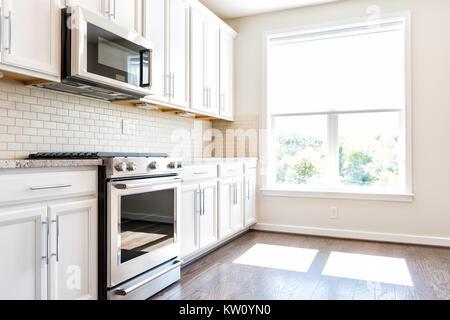 Moderno edificio grigio marrone neutro caratteristiche cucina