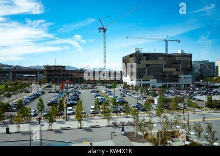 Vista aerea del parcheggio e Owens Street garage della University of California di San Francisco (UCSF) Medical Foto Stock
