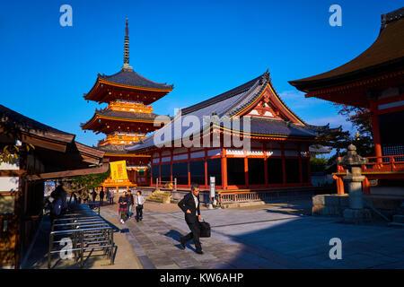 Giappone, isola di Honshu, la regione di Kansai, Kyoto, Kiyomizu-dera tempio, Patrimonio Mondiale dell UNESCO Foto Stock
