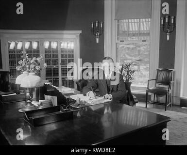 Scrivanie Ufficio Usate Firenze : Presidente calvin coolidge alla stessa scrivania usata da harding