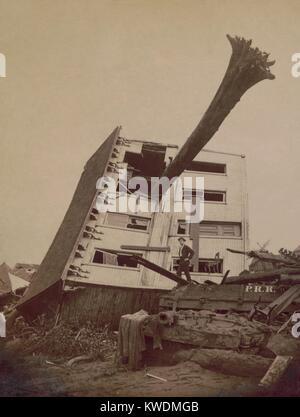 Una casa devastata in Johnstown alluvione del 31 maggio 1889. L'edificio si trova sul suo lato in un cumulo di macerie Foto Stock