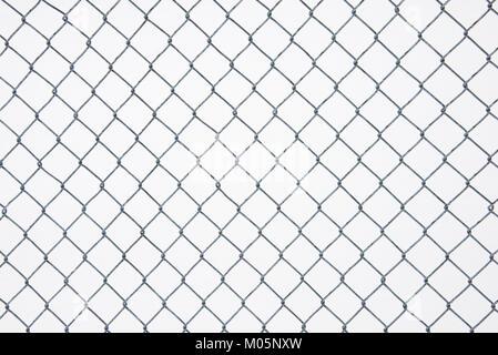 Catena collegamento recinto con uno sfondo di neve su un parco giochi in speculatore, NY USA Foto Stock