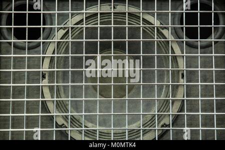 Dettaglio di un altoparlante audio utilizzato per amplificare gli strumenti musicali Foto Stock