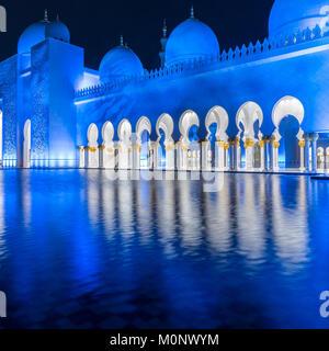 L'architettura della Sheikh Zayed Grande Moschea di Abu Dhabi, Emirati arabi uniti Foto Stock
