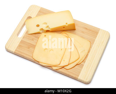 Il formaggio svizzero o di formaggio cheddar e pomodori su sfondo bianco Foto Stock