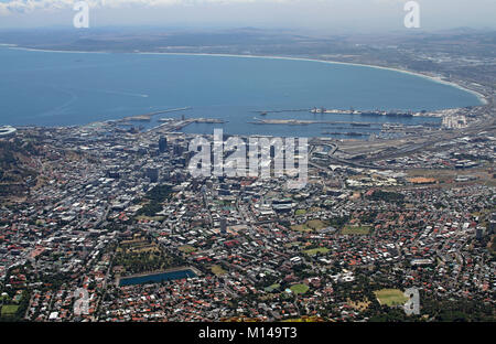 Vista di Città del Capo da Table Mountain, Western Cape, Sud Africa. Foto Stock