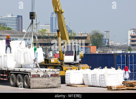 Trasporto del carrello in porto per il carico. Foto Stock