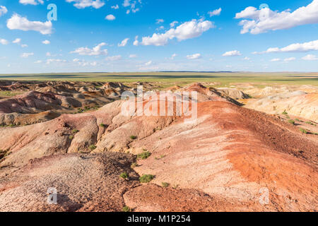 Stupa bianchi formazioni rocciose sedimentarie, Ulziit, Medio provincia Gobi, Mongolia, Asia Centrale, Asia Foto Stock