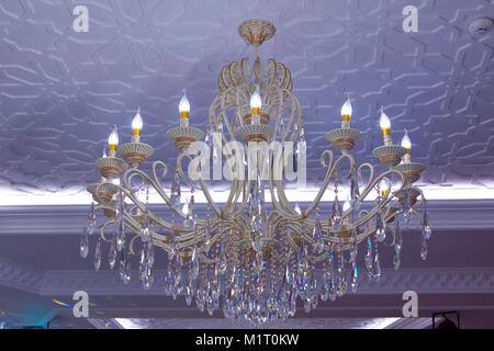 Lampadario Rosa Cristallo : Decorazione lampadario di cristallo sfondo in colori freddi foto