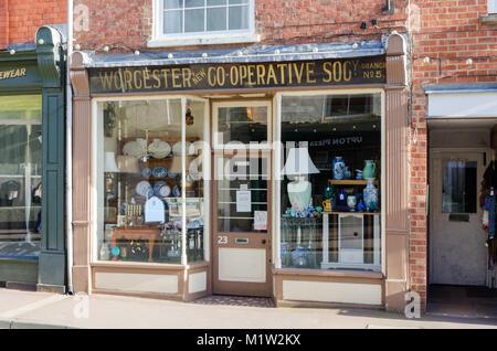 Il vecchio negozio di fronte per il Worcestershire Co-Operative Società nel centro di Upton su Severn, Worcestershire, Foto Stock