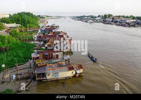 Chau Doc, Vietnam - il Sep 3, 2017. Villaggio galleggiante sul Fiume Bassac in Chau Doc, Vietnam. Chau Doc è una Foto Stock