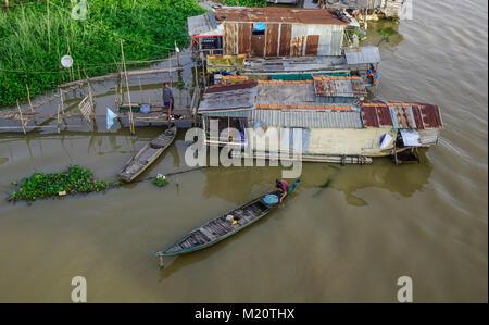 Chau Doc, Vietnam - il Sep 1, 2017. Le case galleggianti sul fiume Bassac in Chau Doc, Vietnam. Chau Doc è una città Foto Stock