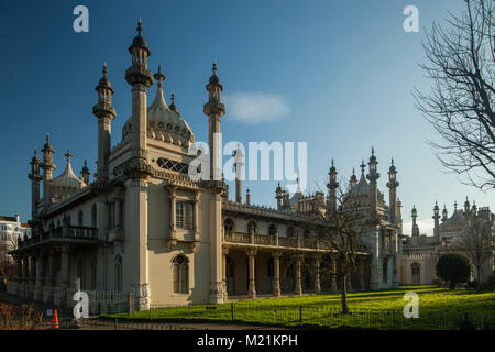 Porta nord del Royal Pavilion di Brighton, East Sussex, Inghilterra. Foto Stock