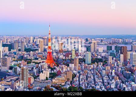 Lo skyline di Tokyo Tokyo Tower Vista tramonto Foto Stock