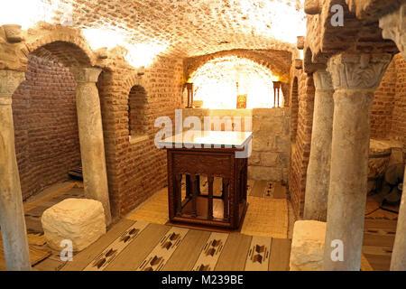 La cripta della Chiesa Copta Ortodossa di santa Barbara del Cairo in Egitto dove Gesù Cristo e la Vergine Maria Foto Stock