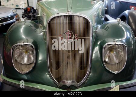 VALENCAY - FRANCIA - Giugno 19, 2013: Museo dell'Automobile Valencay mostra circa una sessantina di vetture da 1898 Foto Stock