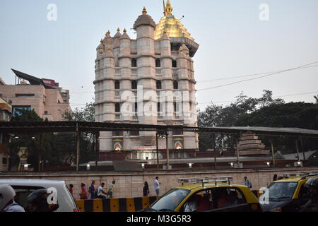 La Shree Siddhivinayak Ganapati Mandir è un tempio indù dedicato al Signore Shri Ganesh. Esso si trova a Prabhadevi, Mumbai, Maharashtra.