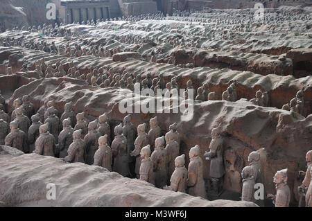Guerrieri di Terracotta antico esercito imperatore custodisce la tomba di Xi'an, Cina Foto Stock