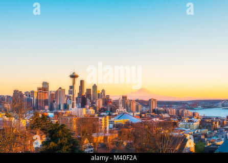 Bella città di Seattle skyline sul tramonto,Washington,Stati Uniti d'America. Foto Stock