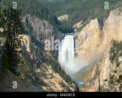 Yellowstone NP, Wyoming: le Cascate Inferiori, da South Rim Drive Foto Stock