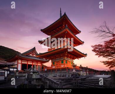 Pagoda sanjunoto kiyomizu dera tempio buddista di kyoto for Architettura giapponese tradizionale
