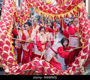 Londra, Regno Unito. 18 Febbraio, 2018. Città festeggia l'arrivo del nuovo anno cinese. La capitale ospita la più Foto Stock