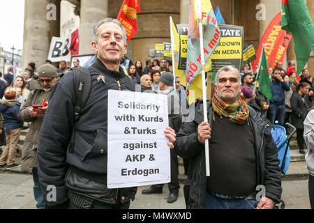 Londra, Regno Unito. 18 Febbraio, 2018. La comunità curda e i loro sostenitori tenere una dimostrazione di solidarietà Foto Stock