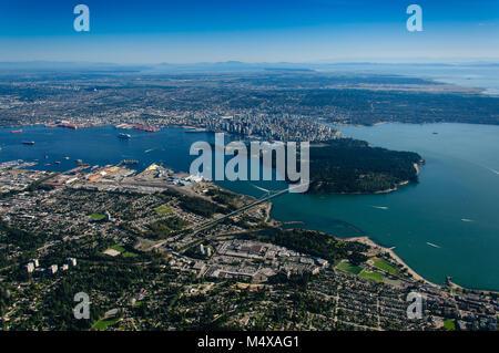 Vancouver, British Columbia, Canada. In estate come visto da di West Vancouver / North Vancouver. Foto Stock
