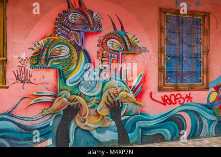 Bogotá, Colombia - Sezione di Arte di strada murale dipinto sulla strada esterna parete di un edificio, con il ben Foto Stock