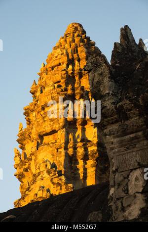 Angkor Wat è un complesso tempio in Cambogia costruita nel XII secolo è il più grande monumento religioso nel mondo.