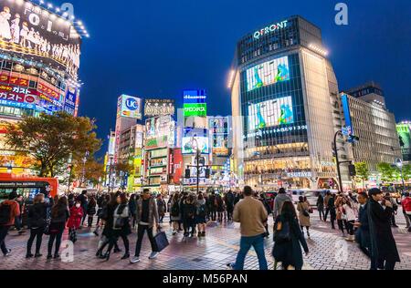 Incrocio di Shibuya Tokyo Giappone Hachiko Square Foto Stock