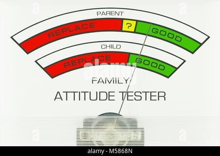 Atteggiamento della famiglia Tester. Adattamento comico di un tester della batteria indicatore che controlla il Foto Stock