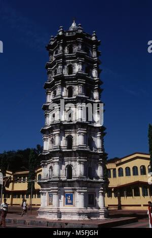 Deep Stambh di Shri Mangeshi tempio, Mardol, Goa, India