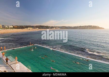 Bondi iceberg piscina, la spiaggia di Bondi, Sydney, Nuovo Galles del Sud, Australia Foto Stock