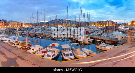 Notte Marina del Pireo di Atene, Grecia Foto Stock