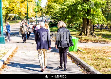 La città di New York, Stati Uniti d'America - 28 Ottobre 2017: Midtown Manhattan con il senior gente giovane closeup Foto Stock