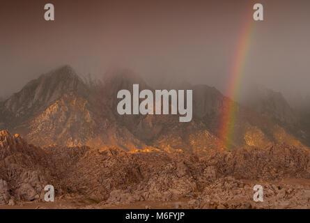 Rainbow, Lone Pine picco, Alabama Hills, Sierra orientale, Inyo National Forest, California