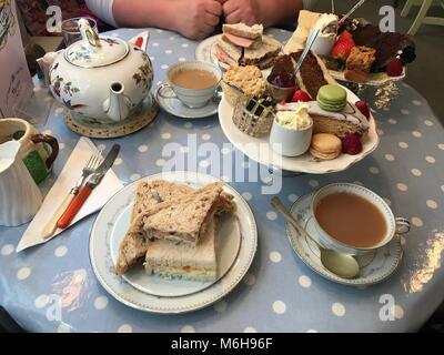Pranzo presso il Rising Sun Hotel Cheltenham 4/3/18 Foto Stock