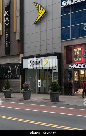La città di New York, circa 2017: Sprint telefono cellulare wireless dispositivo anteriore dello store su 34th street Foto Stock