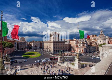 Veduta di Roma dalla terrazza dell\'Altare della Patria, Roma, Lazio ...