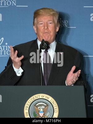Washington, Stati Uniti d'America. 07Th Mar, 2018. Il Presidente degli Stati Uniti, Trump rende commento alla coalizione latino vertice legislativo al JW Marriott Hotel di Washington DC su Mercoledì, 7 marzo 2018. Credito: Ron Sachs/CNP/AdMedia/Newscom/Alamy Live News Foto Stock