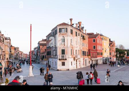Via Giuseppe Garibaldi e Riva dei Sette Martiri al crepuscolo, Castello, Venezia, Veneto, Italia Foto Stock